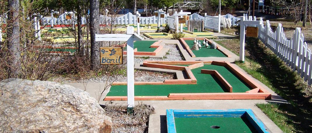 Mini Golf - Activités - Camp de vacances et de plein air quatre saisons - Boute-en-Train